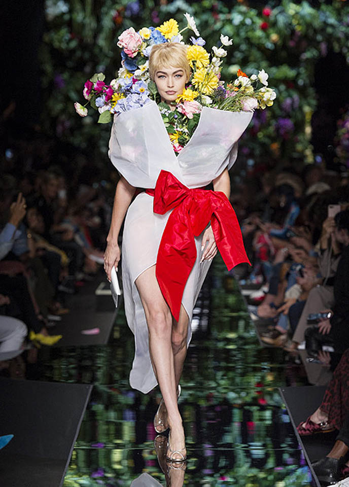 moschino-spring-summer-2018-ss18-rtw-collection (52)-white-dress