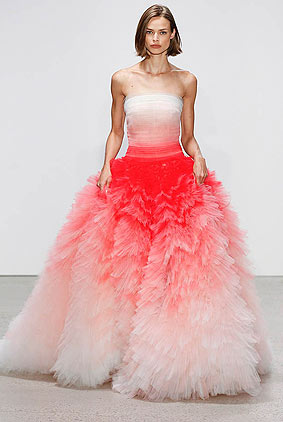 oscar-de-la-renta-spring-summer-2018-ss18-collection-rtw-52-pink-red-gown-beautiful