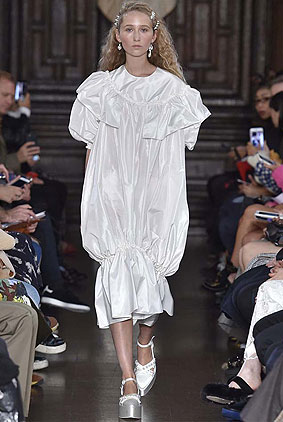 simone-rocha-spring-summer-2018-ss18-rtw-collection-1-white-dress