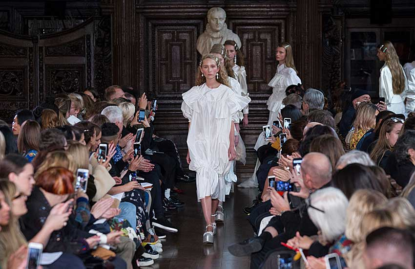 simone-rocha-spring-summer-ss18-rtw-collection-white