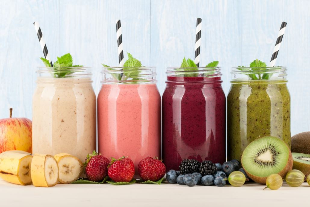 smoothies-berries-healthy-banana-apple-yummy-evening-snacks