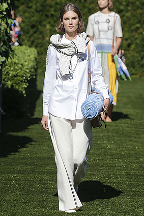 tory-burch-spring-summer-2018-ss18-rtw-collection-1-sweater-trousers
