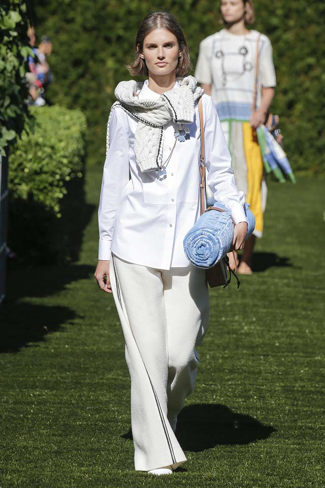 tory-burch-spring-summer-2018-ss18-rtw-collection (1)-sweater-trousers