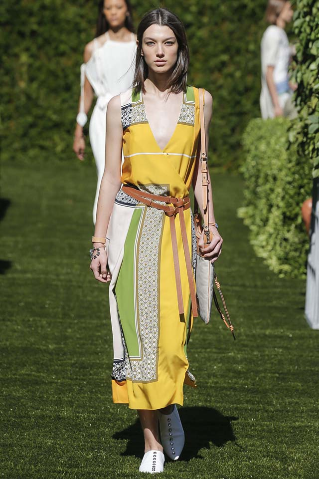 tory-burch-spring-summer-2018-ss18-rtw-collection (5)-knotted-belt