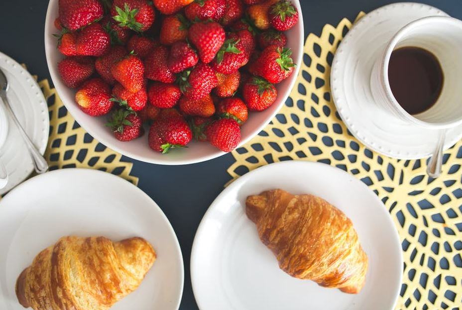 30-croissant-berries-easy-breakfast-simple-ideas-morning-meal