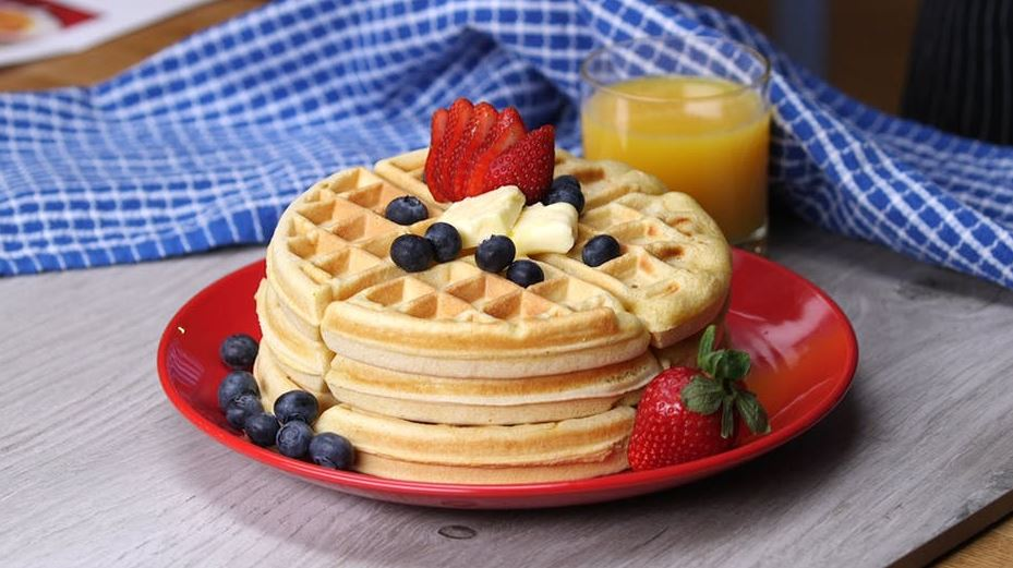 6-waffles-fruits-berries-yummy-morning-easy-breakfast-ideas
