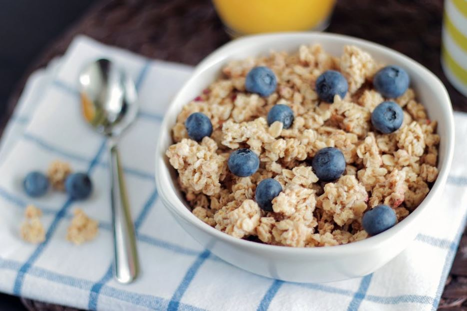 9-oats-healthy-morning-breakfast-ideas-berries-simple