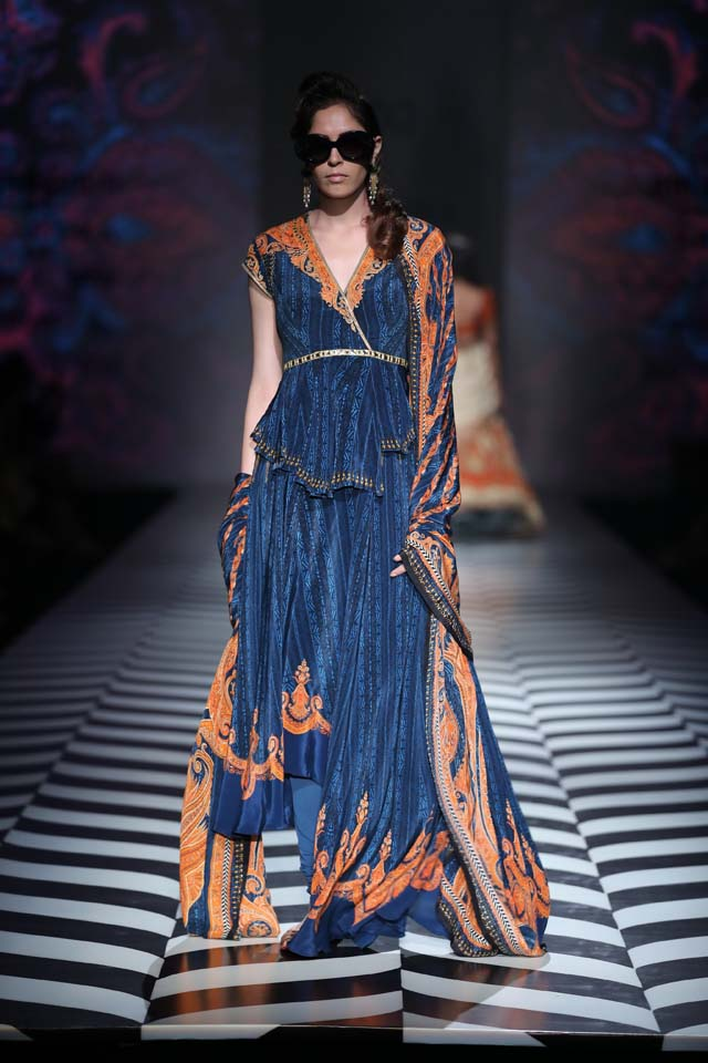 Indian-designer-J J Valaya-SS18-spring-summer-2018-collection-at AIFW (11)-asymmetric-suit