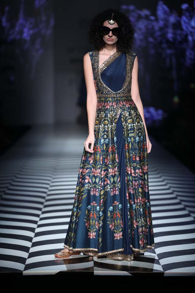 Indian-designer-J J Valaya-SS18-spring-summer-2018-collection-at AIFW (9)-printed-slit-draped-gown