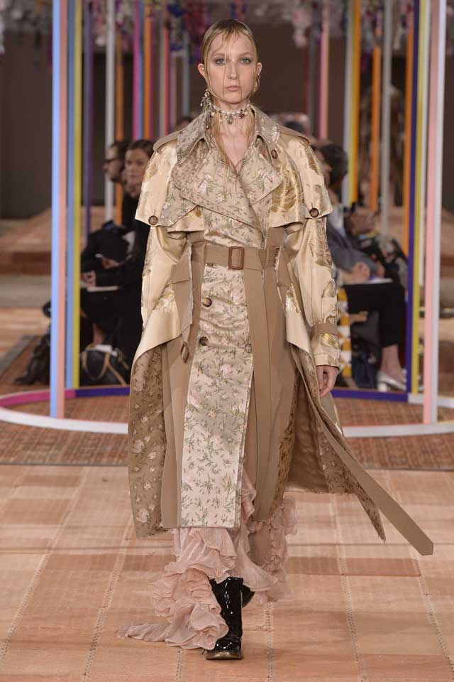 alexander mcqueen spring 2018 ss18-rtw (1)-printed-trench-coat