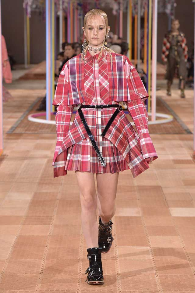 alexander-mcqueen-spring-2018-ss18-rtw (19)-plaid-deconstructed-look