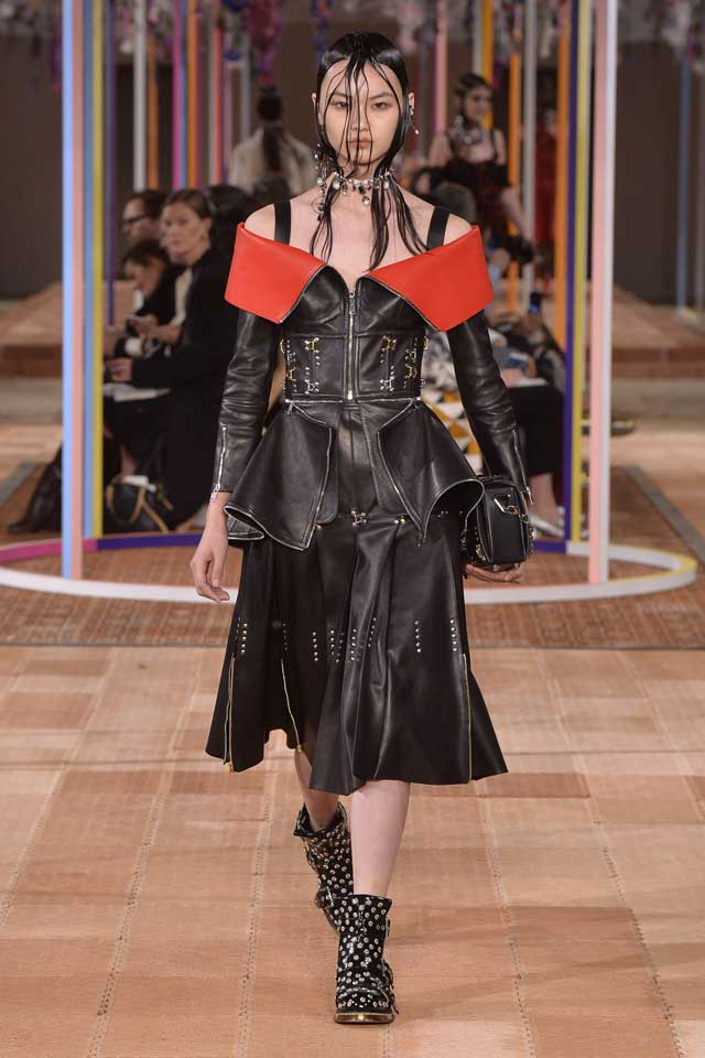 alexander-mcqueen-spring-2018-ss18-rtw (9)-leather-dress