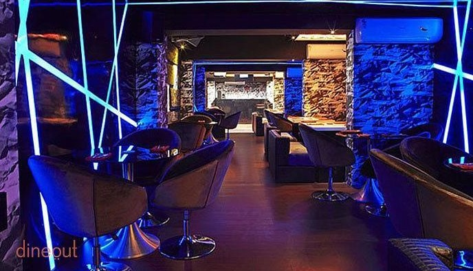 bars-and-pubs-in-chennai-Illusions-dark-lightning-dance-floor-crazy-drinks