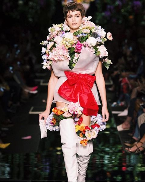 best kaia gerber style fashion-looks (10)-moschino-flower-bouquet-dress