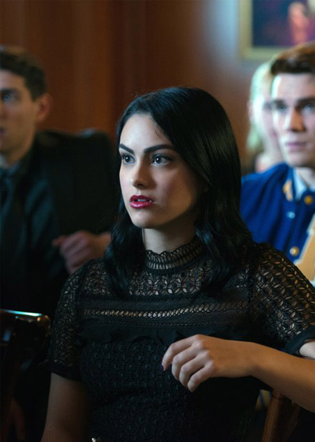 best-riverdale-fashion-oufits (17)-veronica-lodge-jason-funeral-lace-black-dress