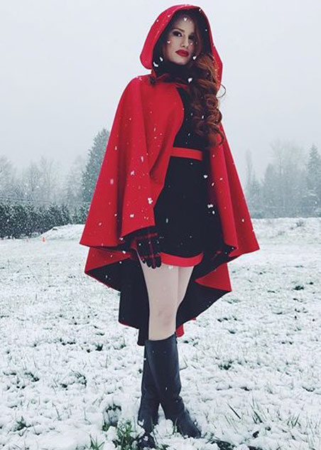 best-riverdale-stylish-oufits (20)-iconic-cheryl-blossom-costumes-red-cape-boots