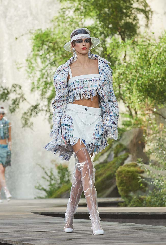 chanel-spring-summer-2018-ss18-rtw-collection (1)-kaia-gerber