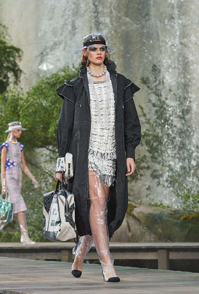 chanel-spring-summer-2018-ss18-rtw-collection (25)-long-coat
