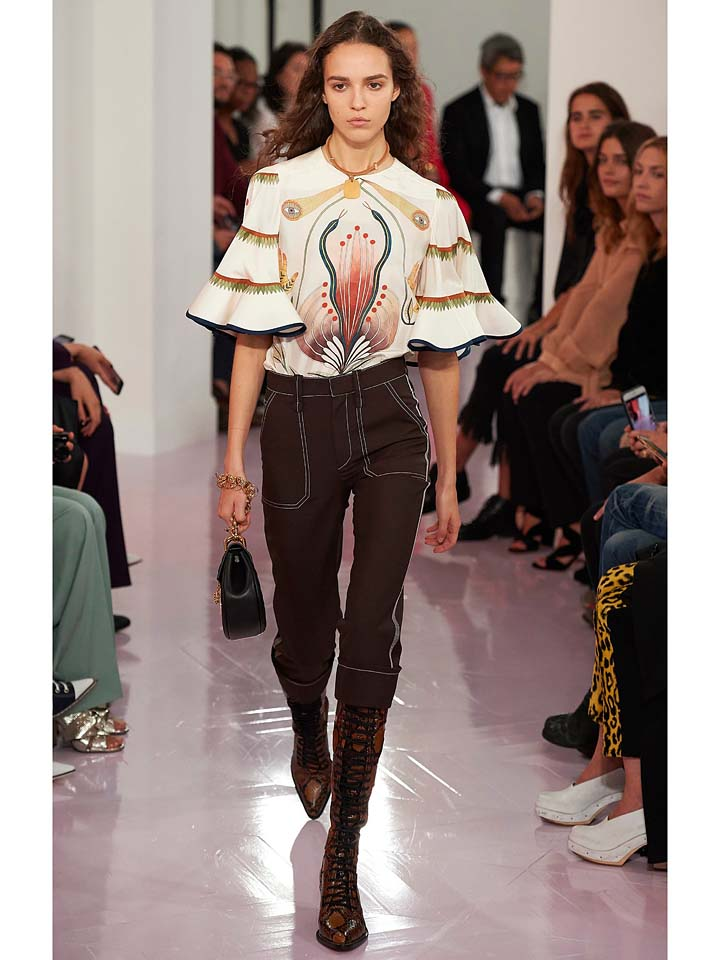 chloe-spring-summer-2018-ss18-rtw-collection (15)-bell-sleeves-top