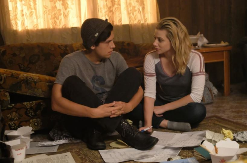 cole-sprouse-jughead-betty-bughead-couple-riverdale-tv-serie-cute