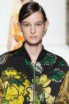 designer-Dries-van-noten-SS18-spring-summer-2018-collection-runway-fashion-week-glitter-line-on-nude-lips