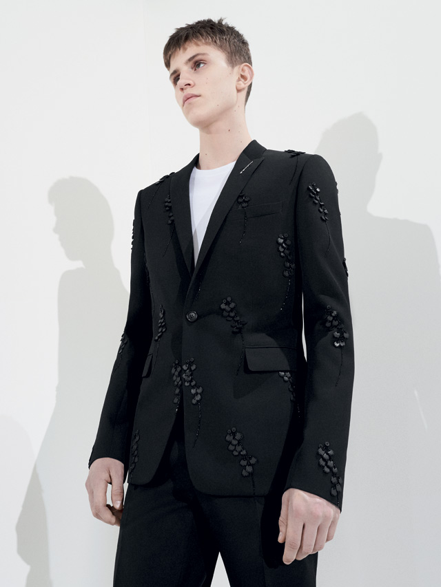 dior-homme-spring-2018-ss18-rtw (30)-applique-formal-blazer