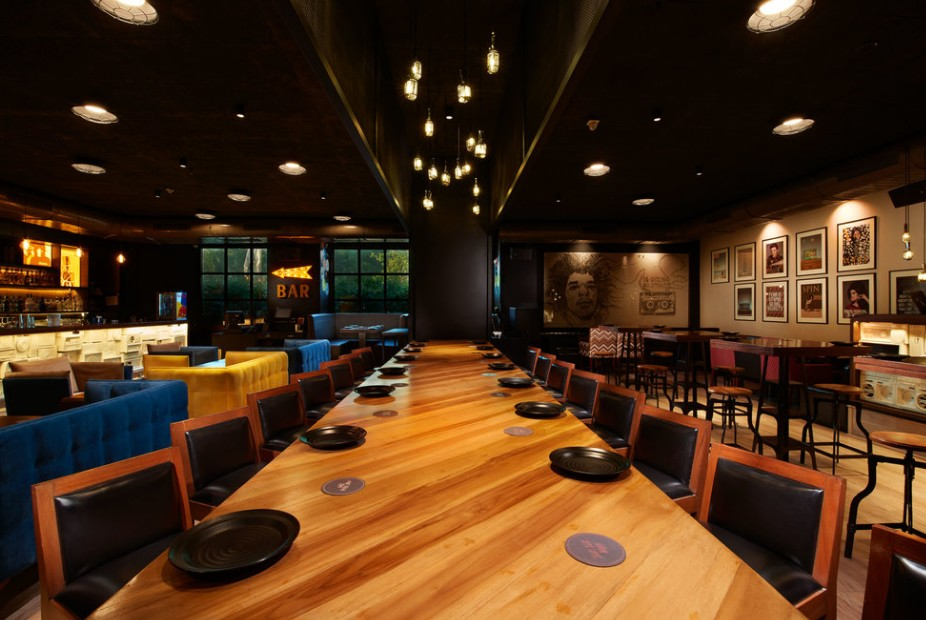 great-ambiance-interior-best-pubs-in-chennai-radio room-great-music