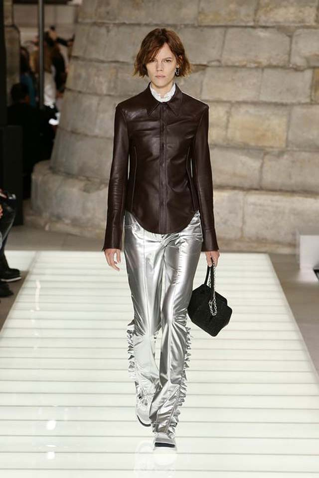 louis-vuitton-spring-summer-2018-ss18-rtw-collection (46)-metallic-trousers