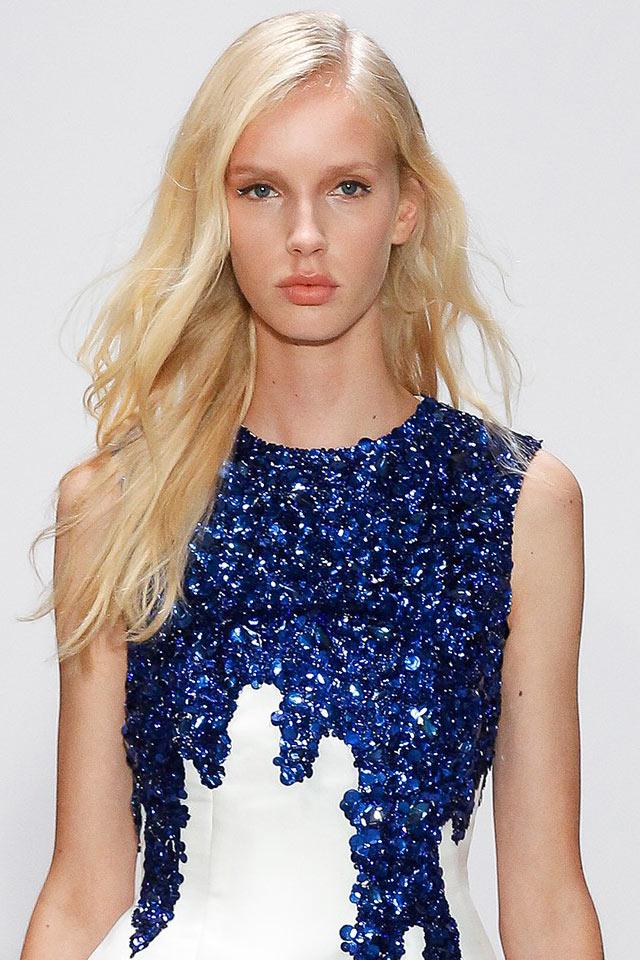 oscar-de-la-renta-spring-summer-2018-ss18-collection-rtw-36-sequin-white-dress-lipstick-trend-slubanalytics
