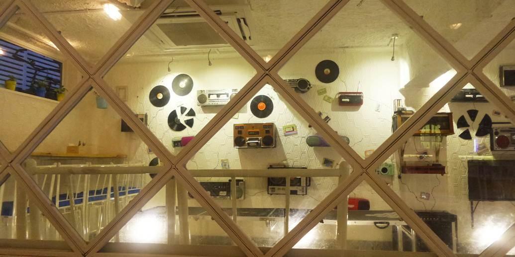 top-pubs-in-chennai-Hoppipola-radios-on-the-wall-cheap-drinks
