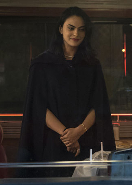 veronica-lodge-outfits-costumes-riverdale-best-fashion-style-looks-black-cape-pearl-chain