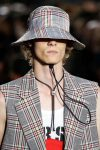 versus-spring-summer-2018-ss18-rtw (3)-plaid-hat