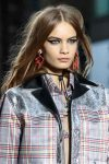 versus-spring-summer-2018-ss18-rtw (4)-mismatched-earring