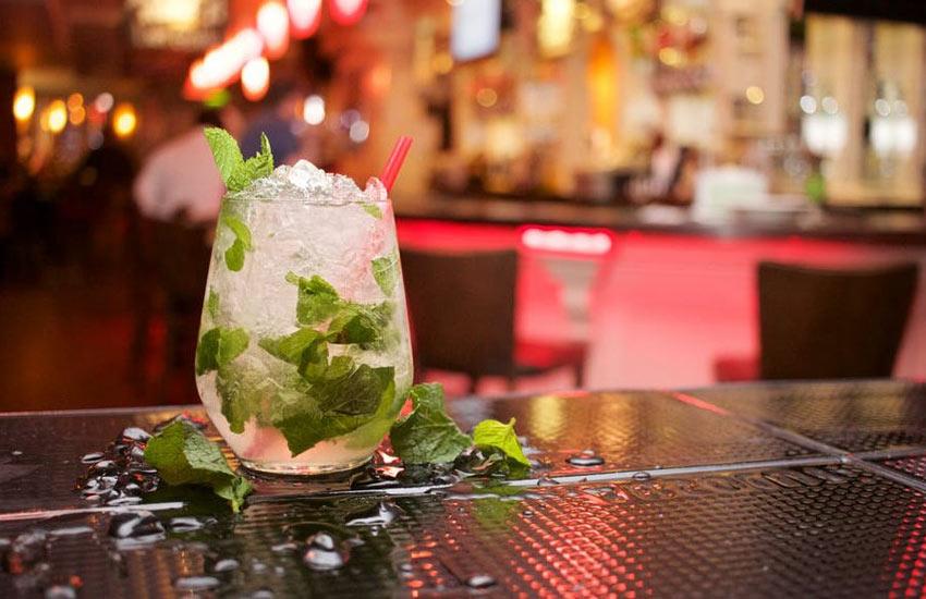 best-pubs-in-chennai-resto-bar-alcohol-drinks-cocktail-dance-floor