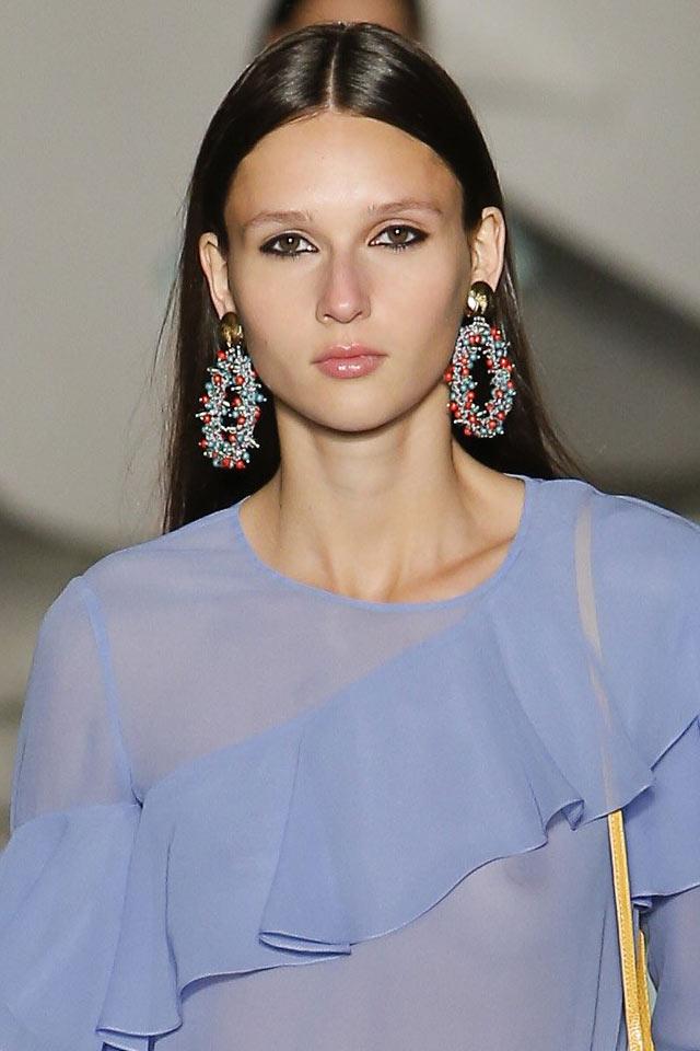 carolina-herrea-latest-jewelry-trends-2018-ss18-hoop-earrings