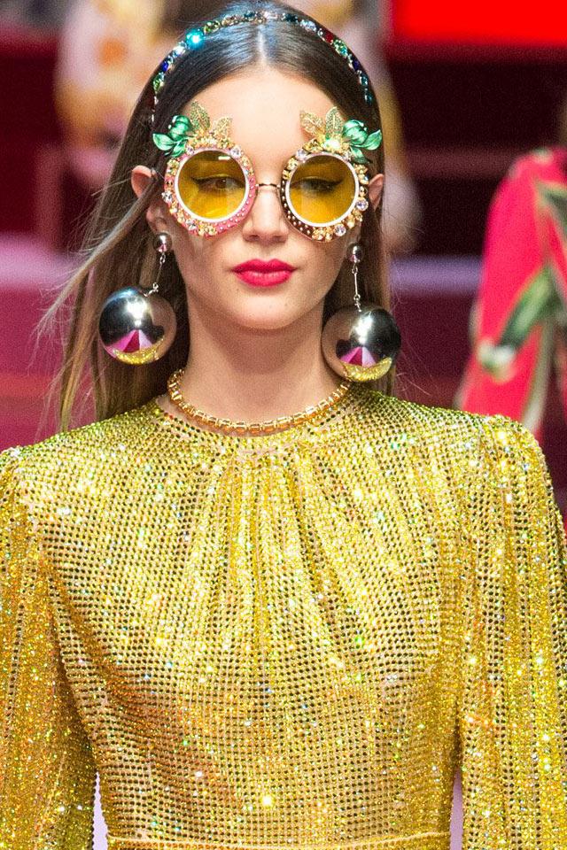 dolce-gabbana-latest-jewelry-trends-accessories-ss18-large-oversized-metallics-balls