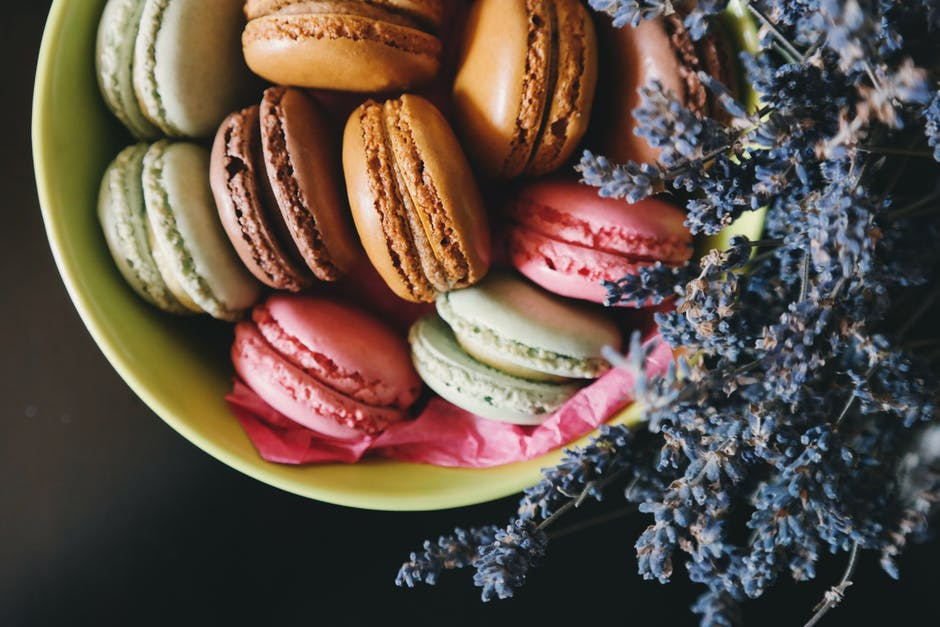 easy-french-macarons-recipe-easy-baking-ideas-chocolate-desserts