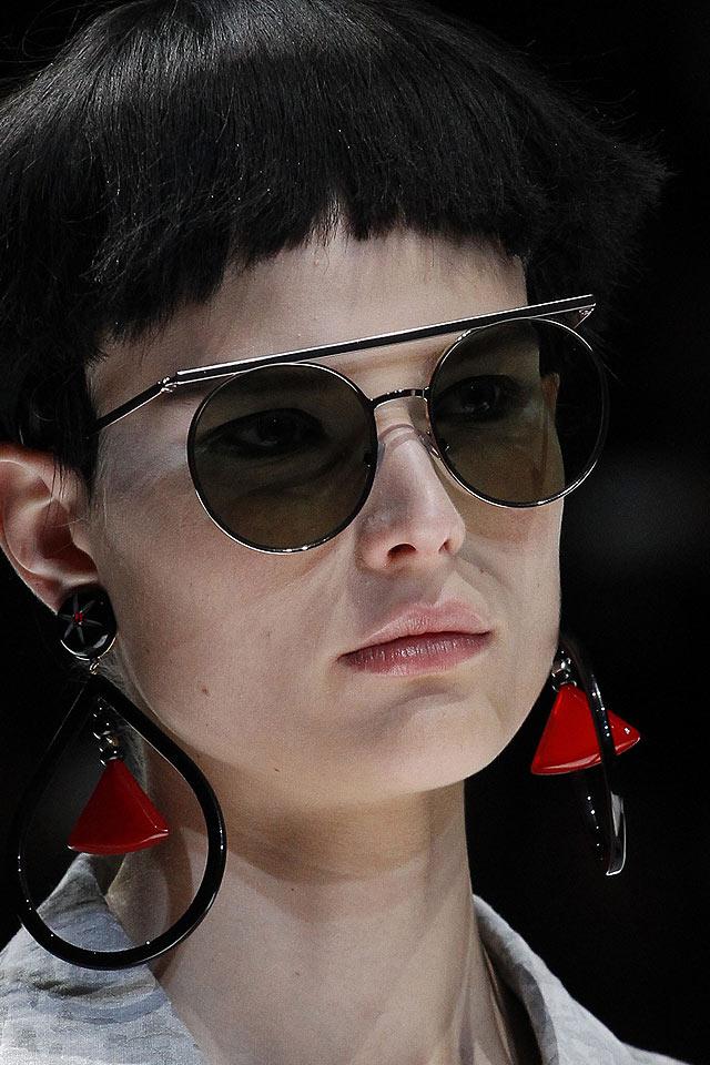 giorgio-armani-black-drop-earrings-latest-2018-spring-ss18