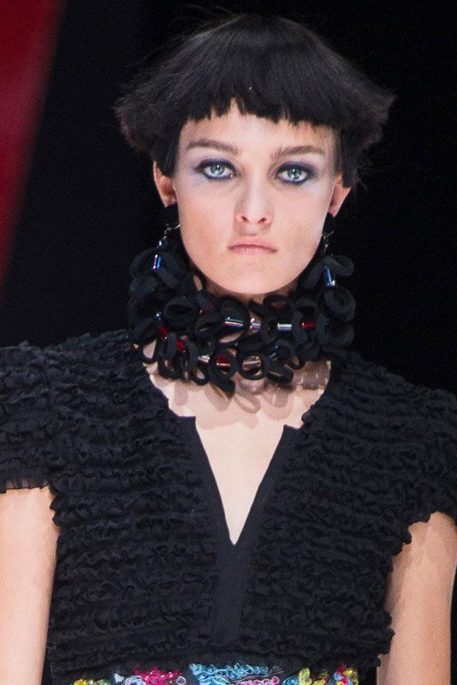 jewelry-trend-analysis-slubanalytics-spring-2018-latest-oversized-choker-necklace-giorgio-armani