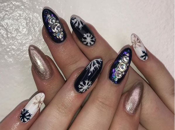 latest-snow-nail-designs-sparkly-rhinestone-christmas-snowflake-art