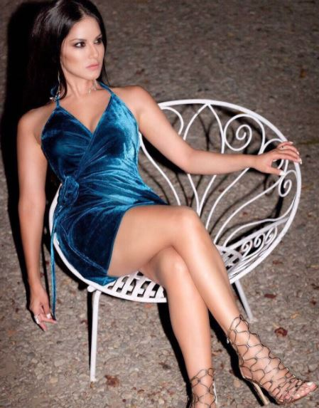 sunny-leone-velvet-slip-dress-party-bollywood-instagram-pics