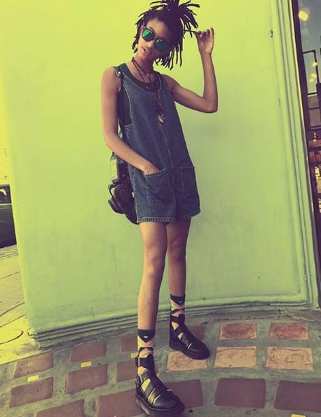 teen-celebs-willow-smith-street-style-fashion-looks-short-overalls-printed-socks