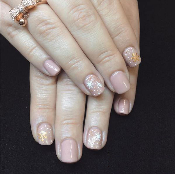 top-easy-snow-nail-art-trends-2018-designs-nude-polish-gold-snowflake-art