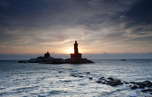 tourist-attractions-south-india-thiruvalluvar-statue-kanyakumari-beach