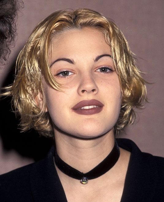 90s-grunge-accessories-chokers-drew-barrymore-fashion-lipstick-makeup