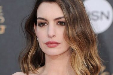 anne-hathway-balayage-for-short-hair-brown-colored-hair