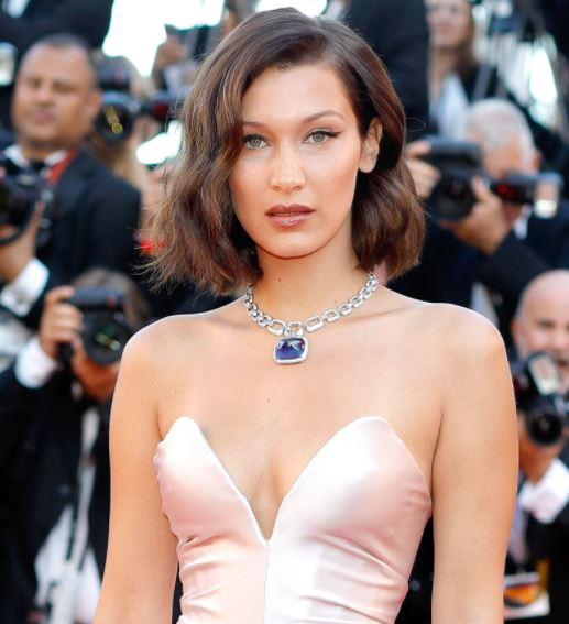 bella-hadid-light-brown-hair-with-highlights-caramel