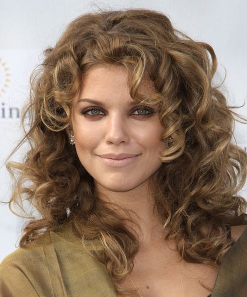 best-haircuts-curly-hair-styles-face-framing-layers-AnnaLynne-McCord