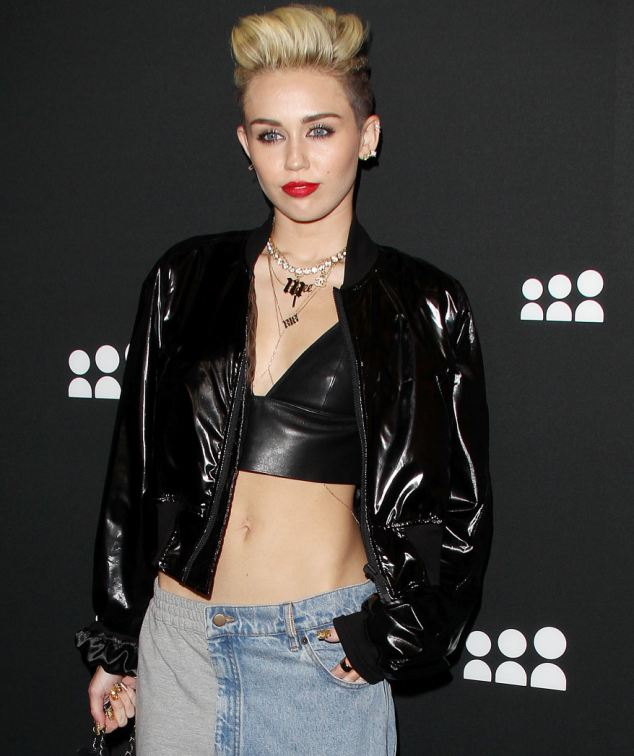 gunge-fashion-miley-cyrus-leather-jacket-baggy-jeans-outfit