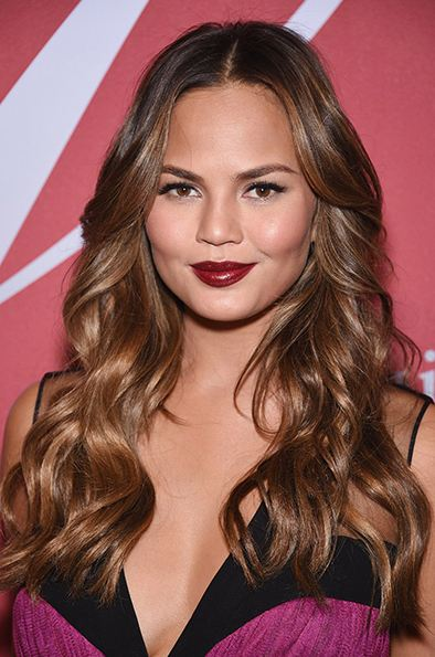 hair-color-trends-ideas-balayage-highlights-brown-brunette-celeb-chrissy-teigen